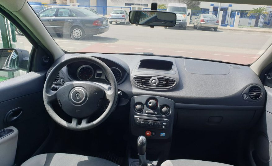 Renault Clio 1.2i 70cv 2011